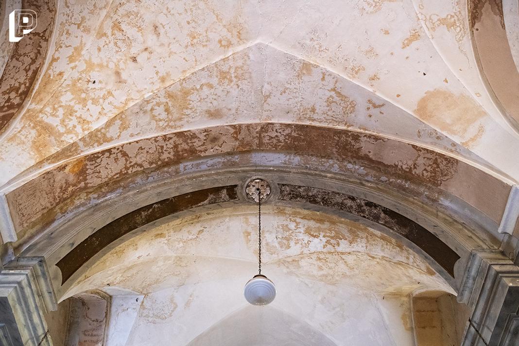 soffitto lampada navata